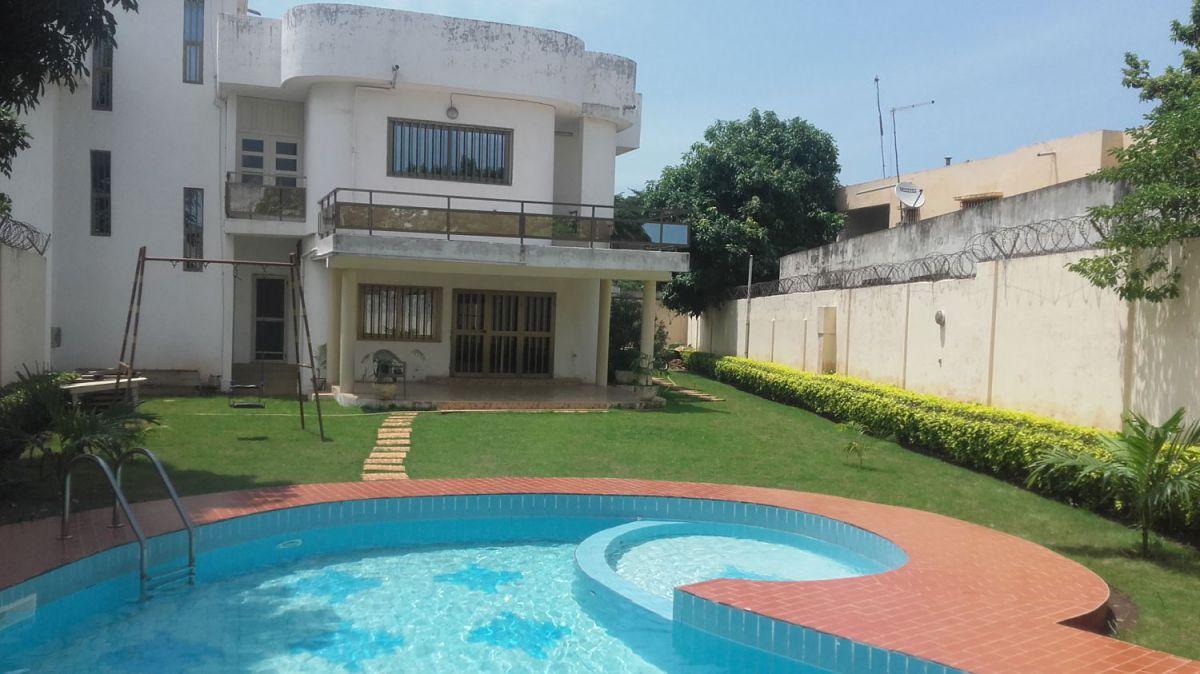 A louer: Tokoin-Forever, splendide villa avec piscine.