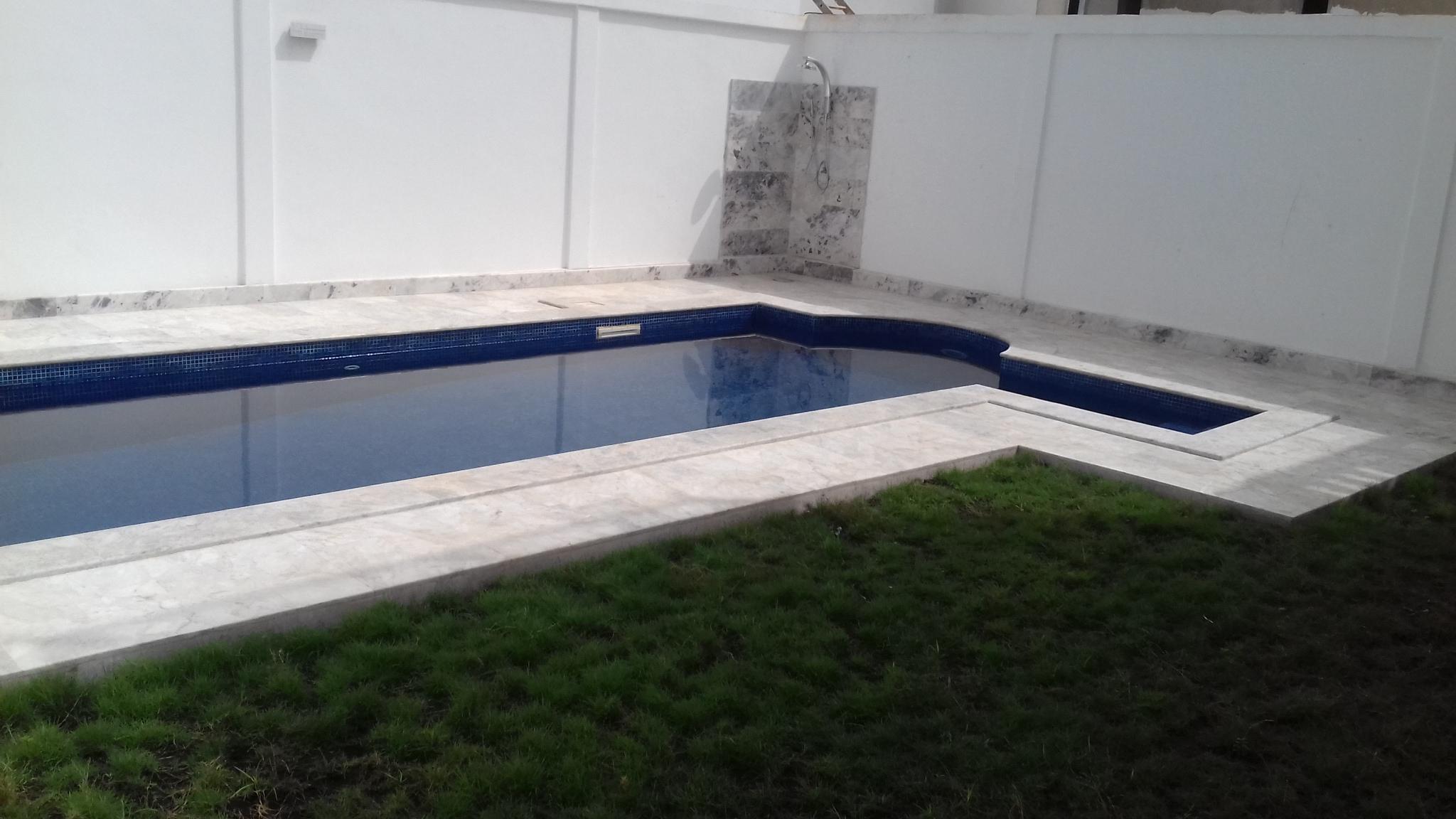 A vendre:Villa neuve meublée avec piscine à Togo-2000, Lomé