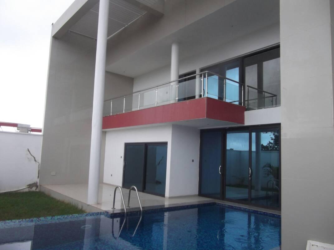 A vendre: Villa duplex avec piscine, Cité OUA, Lomé.