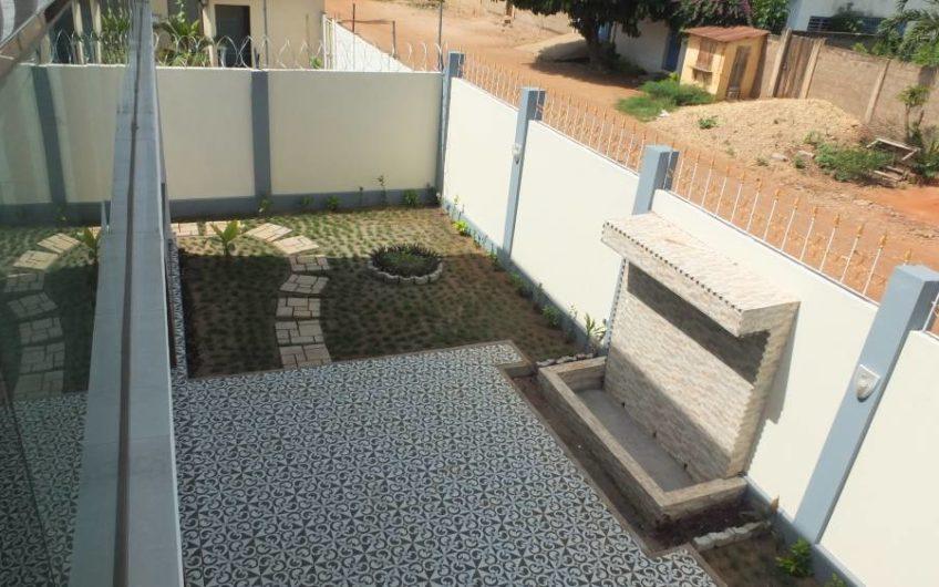 A vendre: Villa duplex neuve, Agoe-Lomé.