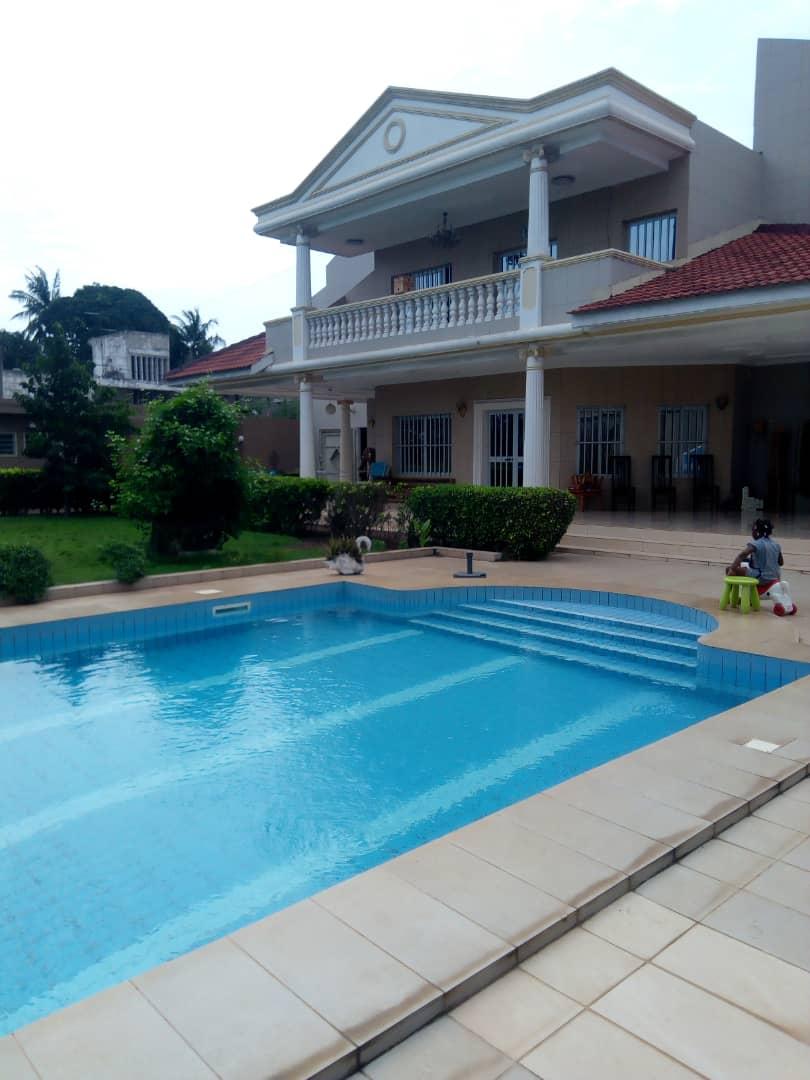 A louer: Villa duplex moderne avec piscine, Tokoin Forever, Lomé
